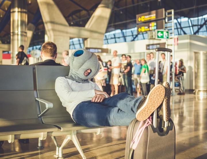 Ostrich Pillow: De meest bijzondere reisgadget
