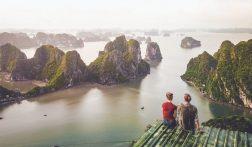 Klim naar het mooiste viewpoint van Halong Bay in Vietnam