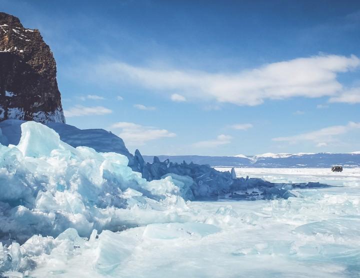 Ga autorijden & hiken op Lake Baikal in Rusland