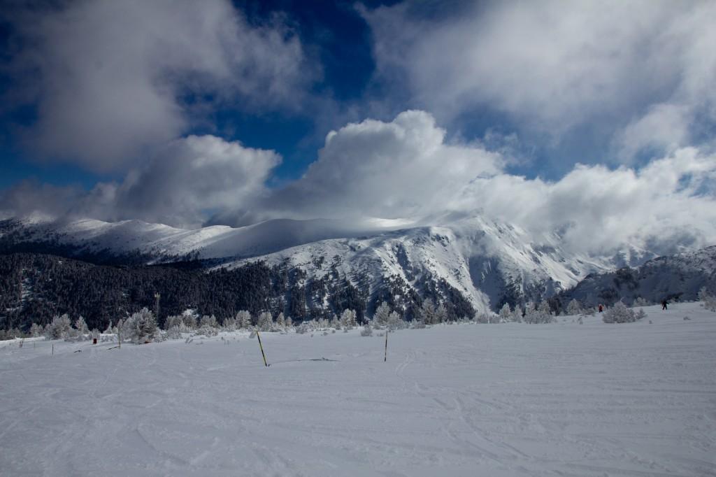 Uitzicht op het Pirin gebergte vanaf de pisten