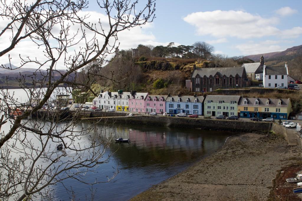 Gekleurde huisjes aan de haven van Portree