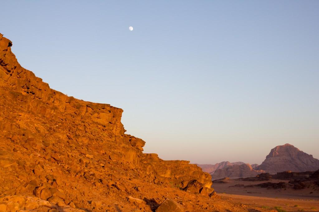 Wadi Rum woestijn in de avond