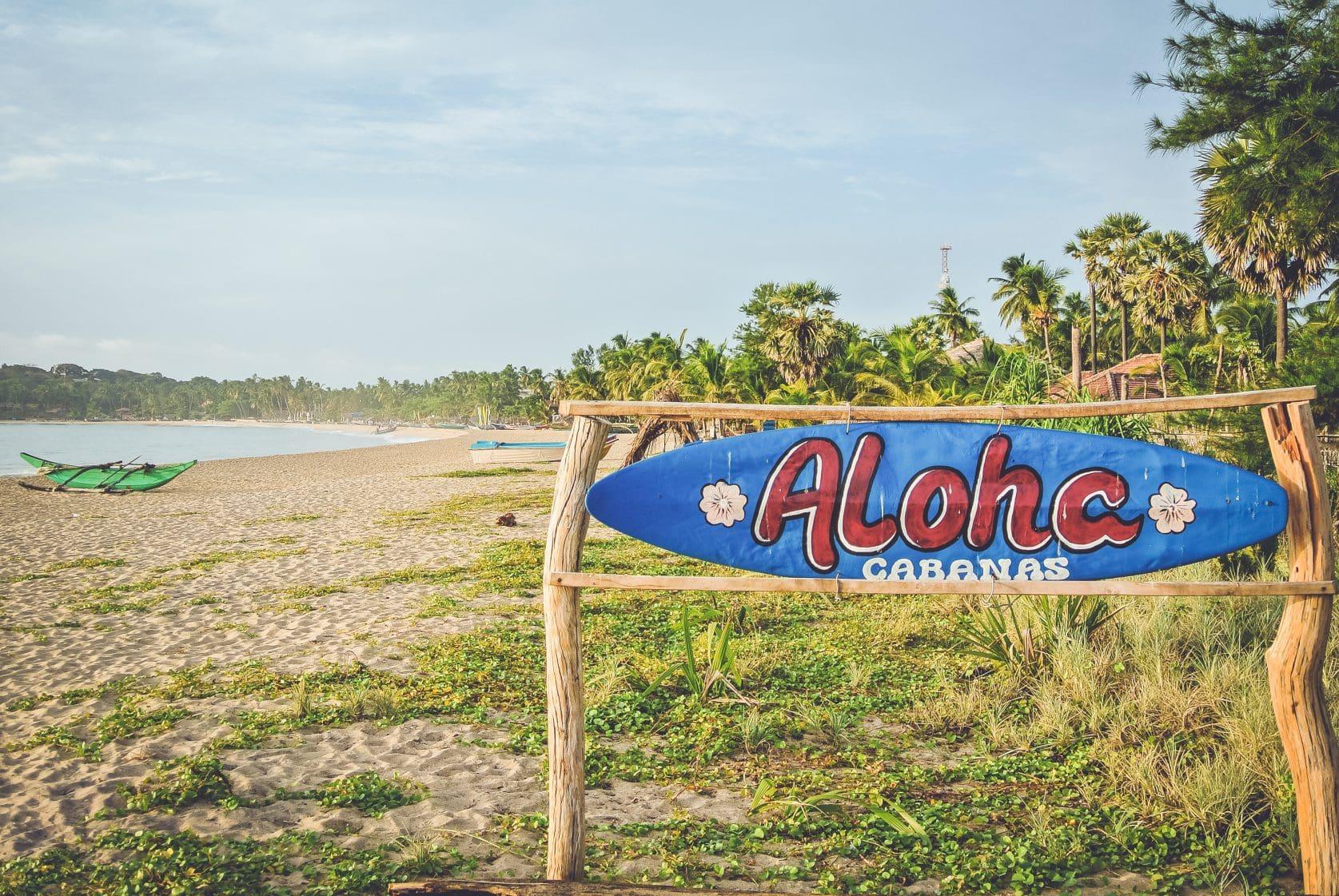 De stranden liggen vol toeristen en afval
