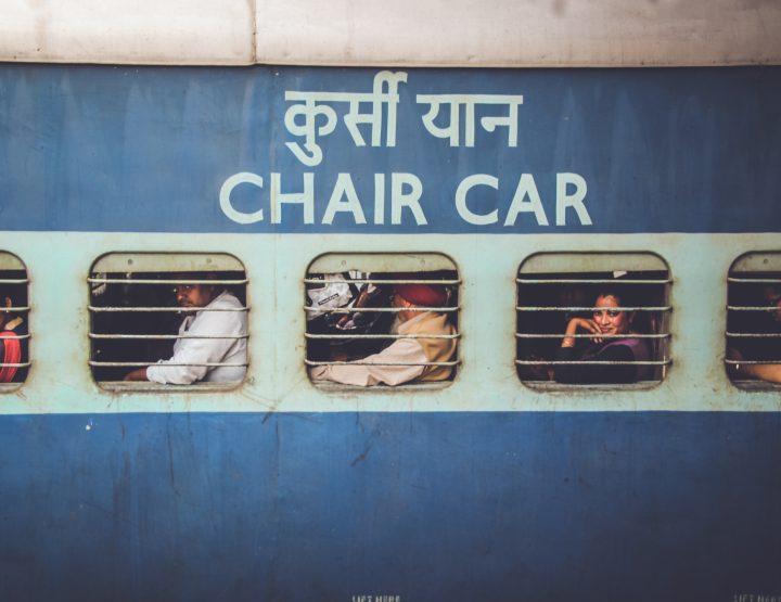 Reizen op het dak van de trein in Bangladesh