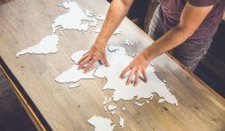 Deze wereldkaart van hout is een musthave voor elke reiziger