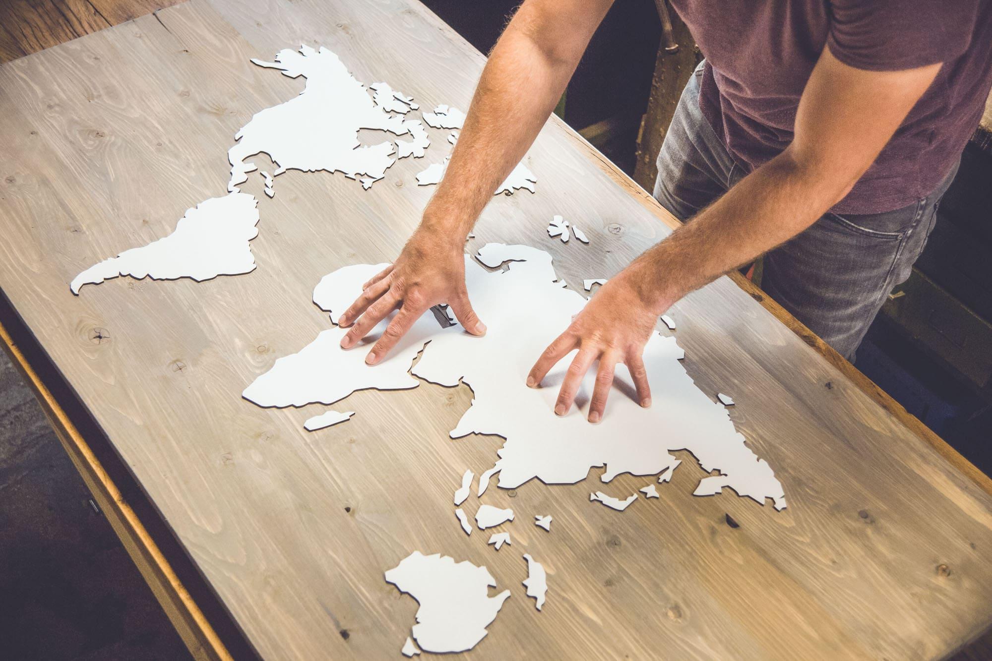Favoriete REISJUNK | Deze wereldkaart van hout is een musthave voor elke #QL52