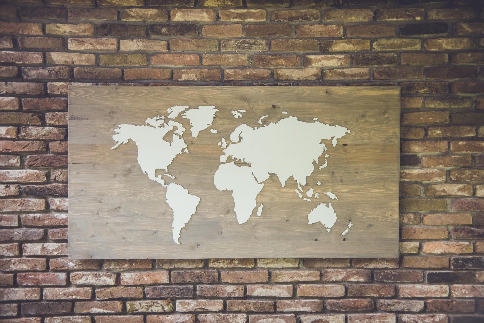 Goede REISJUNK / Deze wereldkaart van hout is een musthave voor elke NV-11