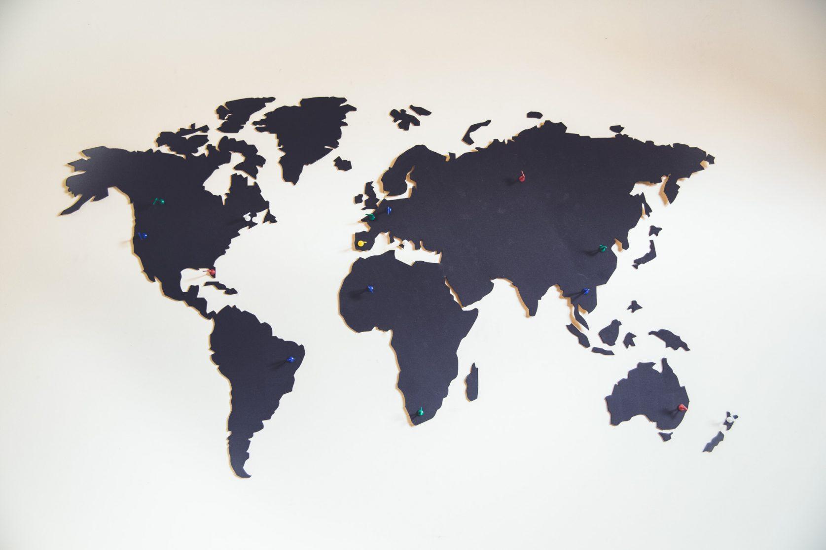 Spiksplinternieuw REISJUNK / Deze wereldkaart van hout is een musthave voor elke AB-84